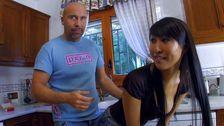Sharon Lee  est une asiatique qui raffole de la bite espagnole!