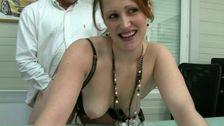 Un cul ferme pour cette secrétaire baisée par son patron