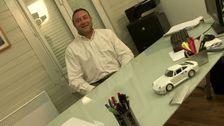 On baise la secrétaire coquine d'un patron de PME sur son bureau!
