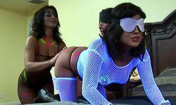 Lesbienne sado maso, attention elle aime donner la fessée!